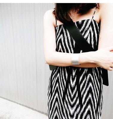 IM 高端立體剪裁顯瘦氣質渡假風時髦抽象斑馬紋細肩洋裝M