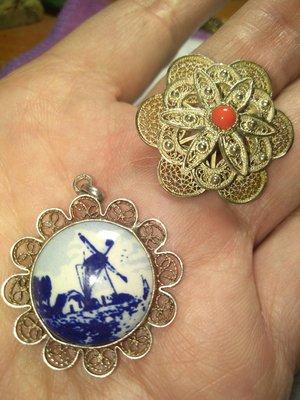 古董純銀英國sterling英鎊古法複雜手工烚絲工藝 純銀飾品 紅珊瑚別針掛飾2用 陶瓷風景畫吊飾 很新 品相如圖