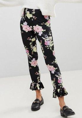 黑色大朵花卉印花荷葉褲管彈性緊身內搭褲 Leg with Fluted Hem in Dark Floral Print