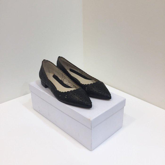 牛皮簍空低跟尖頭鞋