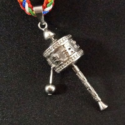 【天馬行銷】六字大明咒 手搖轉經輪 吊飾 項鍊