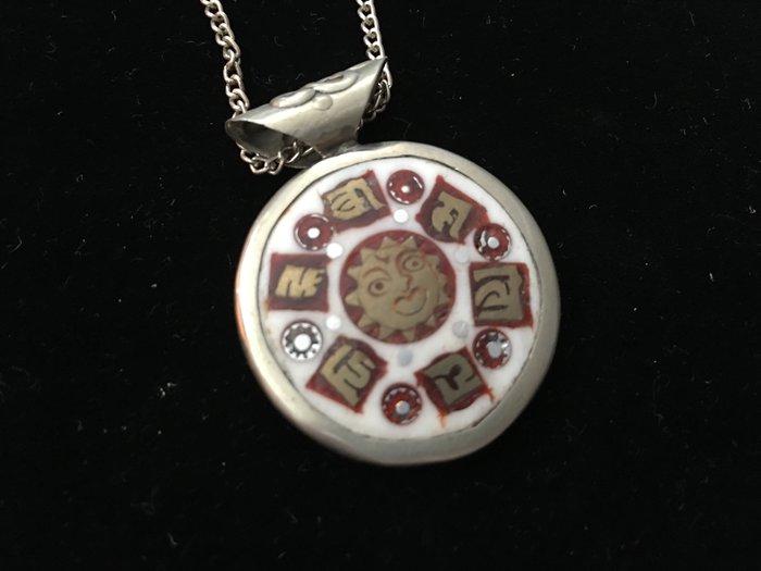 *藏雅軒*西藏古文物飾品-髦牛骨銅雕銀飾-六字箴言太極紅太陽-項墜