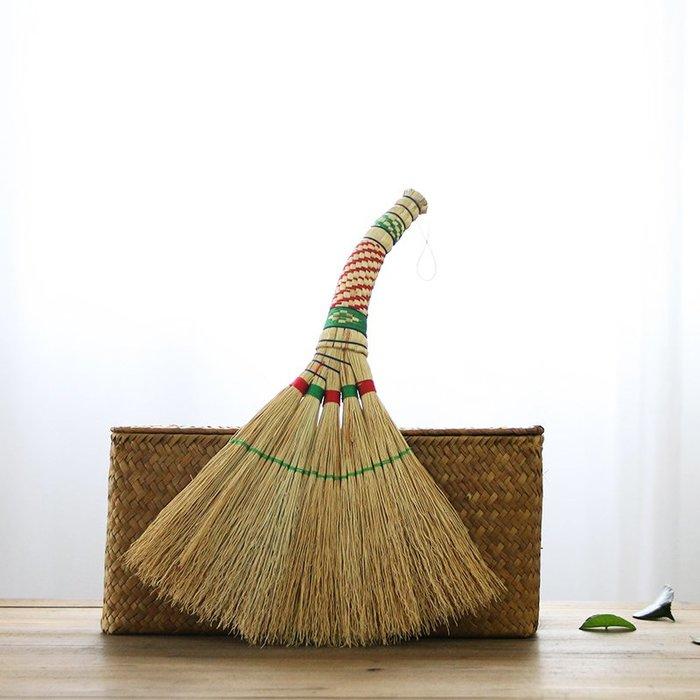 潮人街~竹掃把居家裝飾生活 現貨+預購 掃把掃帚 竹製品 客廳清潔用品 藝之初彎把高粱小掃把掃床掃帚桌面清潔掃把寶寶壓驚
