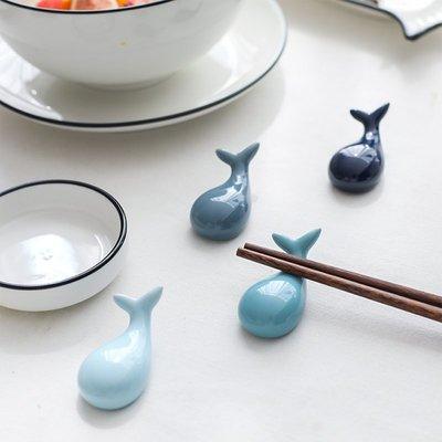 yoyo淘淘樂 可愛海洋鯨魚陶瓷筷架 家用筷托筷枕勺子架XW~18