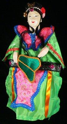 古玩軒~早期布袋戲偶.頭為木頭製.手為塑膠.繡衣.精緻布袋戲偶.鐵扇公主.PK418