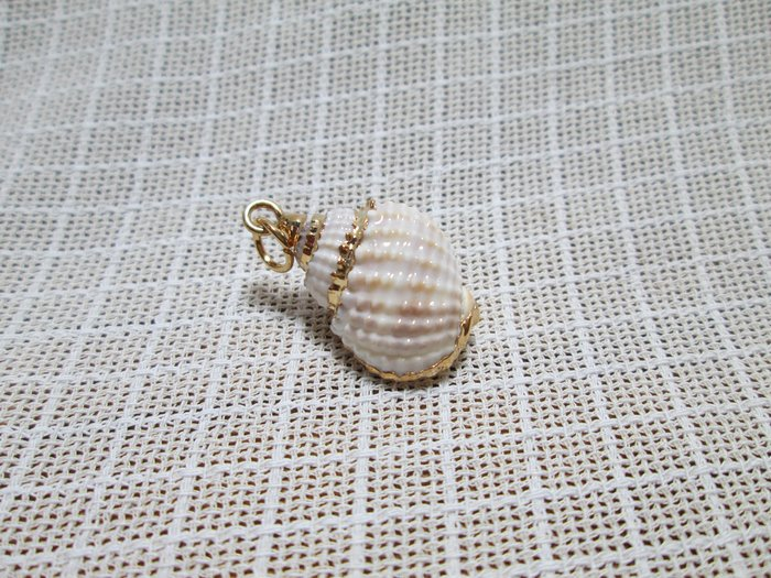 VINTAGE 古早 早期 古著 鍍金邊 手工天然海洋立體螺旋貝殼墜子 A04