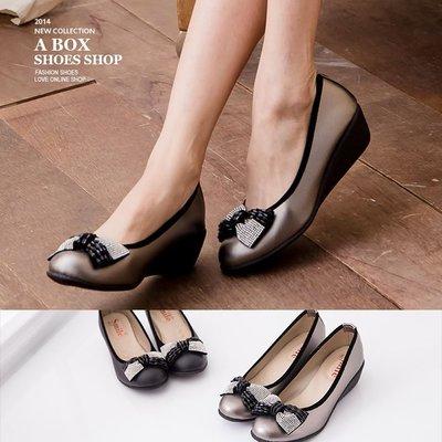 格子舖*【Ki850】華麗金屬系水鑽蝴蝶結 舒適乳膠鞋墊 楔型厚底增高5CM包鞋  2色