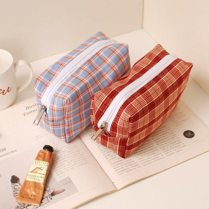 【里樂@ LeaThER】日韓chic格紋收納包 格子化妝包 筆袋 3C收納 786