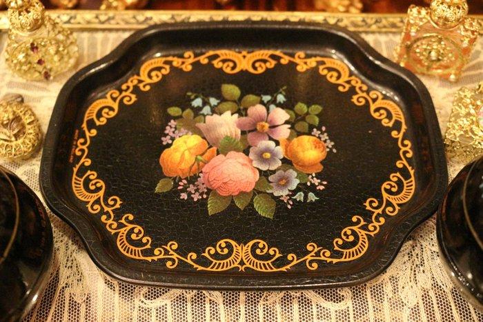 【家與收藏】特價珍藏歐洲古董英國典雅別緻歐式田園花繪小托盤/小擺盤