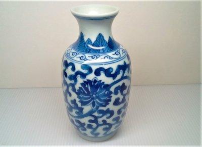 @居士林@青花纏枝蓮瓷花瓶-收藏擺件.高13公分.寬7公分.足底寬4.5公分.重量216公克
