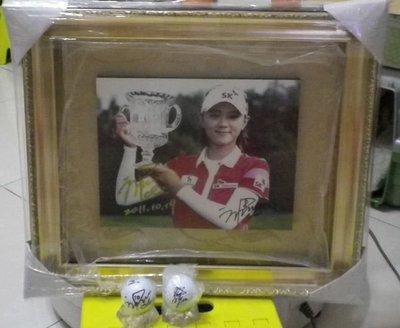 棒球天地---LPGA高爾夫球台灣賽南韓崔蘿蓮최나연加簽2011-10-19金簽立體框.字跡漂亮