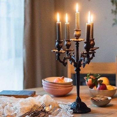 鑄鐵製 歐風花紋裝飾  5頭蠟燭台 桌上高腳5格蠟燭檯 懷舊復古造型金屬質感燭台 浪漫婚禮布置擺飾燭檯 居家裝飾分枝燭座