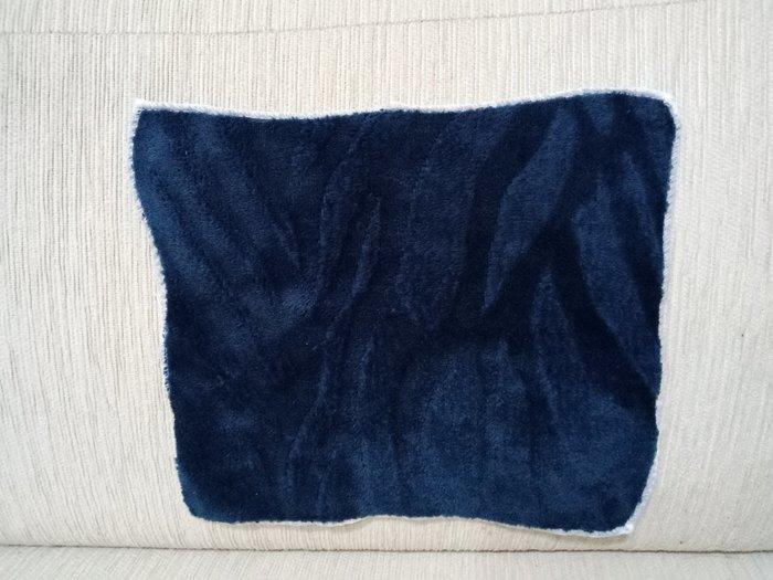 天使熊雜貨小鋪~日本帶回超細纖維絨毛方巾 時尚手帕 現貨:深藍、灰色2款  全新現貨