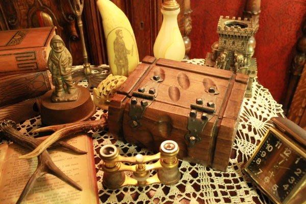 【家與收藏】特價稀有珍藏歐洲古董英國精巧手工書本木質置物盒