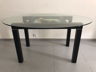 橢圓形玻璃餐枱153x107cm