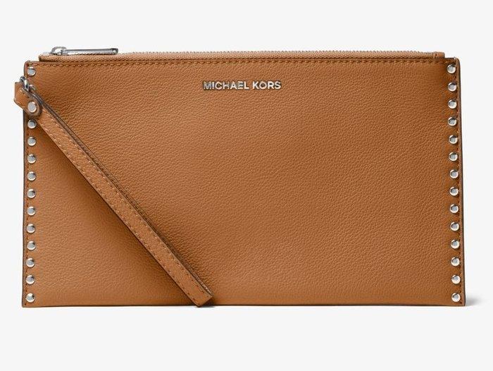 全新美國精品名牌 Michael Kors MK 經典咖啡色鉚釘帥氣手拿包手腕包,低價起標無底價,本商品免運費!