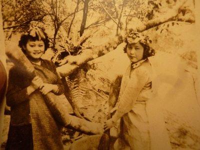 200710--烏來之花!!--原住民2人--相關特殊(一律免運費-只有一張)原版~老照片