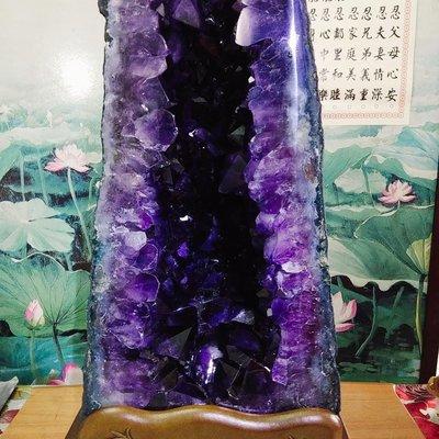 月理水晶~ 最高等級店面精品esp級44.1公斤 ((巴西大角紫水晶洞))  藏風 納氣.納財.聚財