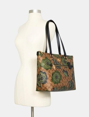Coach Gallery Tote In Signature Canvas With Kaffe Fassett Pr