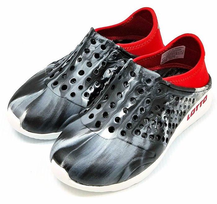 【菲瑪】LOTTO 透氣排水 潮流洞洞鞋 可後踩 童款 迷彩黑紅LT9AKS0382