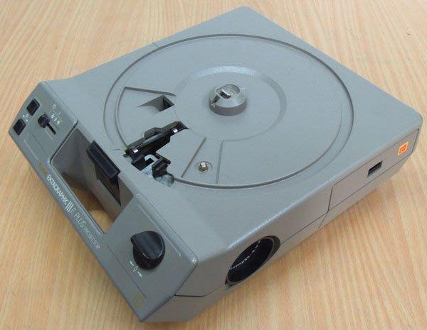 W【拍賣風】柯達 Kodak III E PLUS 幻燈機 F/2.8,90mm 附80格片盤 ※外觀瑕疵