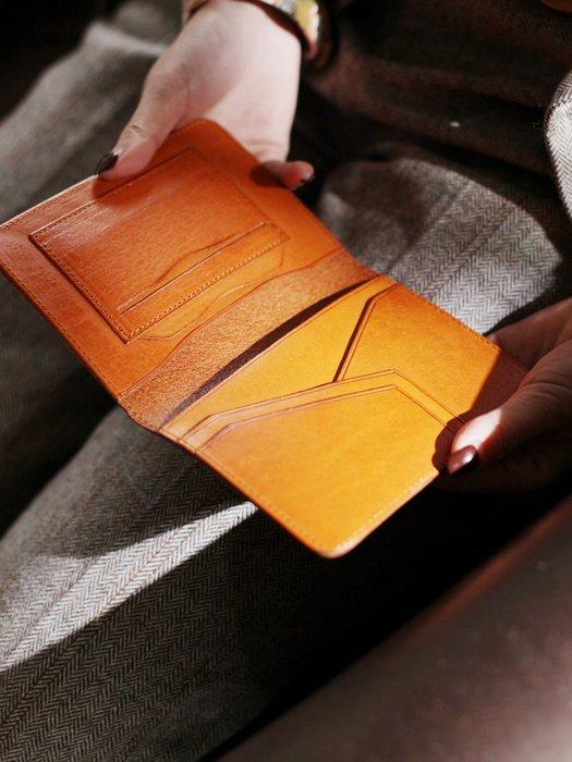 ~皮皮創~原創設計手作包。證件包復古旅行真皮機票護照夾手工牛皮多功能真皮保護套小錢包短夾