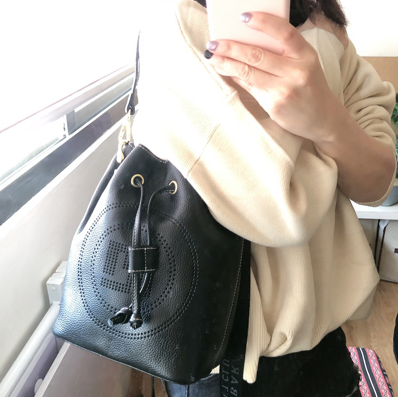 COOKIE-韓國真皮-H縷空頭層牛皮真皮輕量束口水桶包-黑色