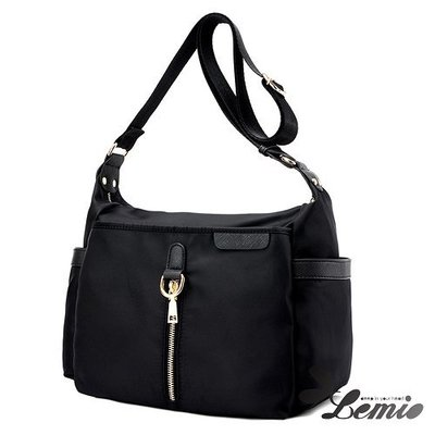 【Lemio】韓版牛津布純色設計斜跨側肩包(時尚黑)
