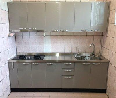 晶彩廚具- 不銹鋼檯面+結晶五面門板+木芯桶身上下  總長240公分  總價44900元 廚具/流理台