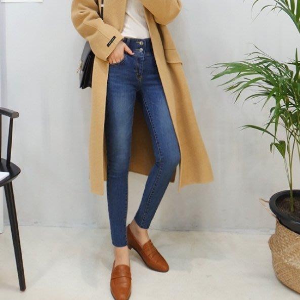 Bellee  正韓 +超推薦激瘦+寬版鬆緊鈕扣牛仔褲  S-XXL  (2色)【L1101-9】
