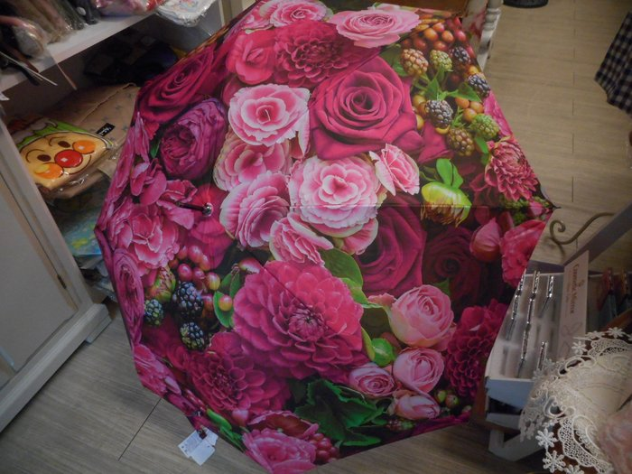 ~~凡爾賽生活精品~~全新日本進口玫瑰花園錦簇造型雨傘