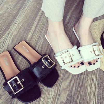 不修邊涼鞋拖鞋 低跟時尚金屬釦毛邊涼鞋 艾爾莎【TSB8791】