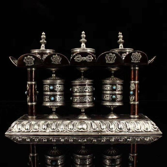 一0425  尼泊爾純手工打造鑲嵌寶石紫銅鎏銀《吉祥八寶轉經輪》 時來運轉 重714克 高17釐米 寬26釐米 特價結緣 僅此一組🙏