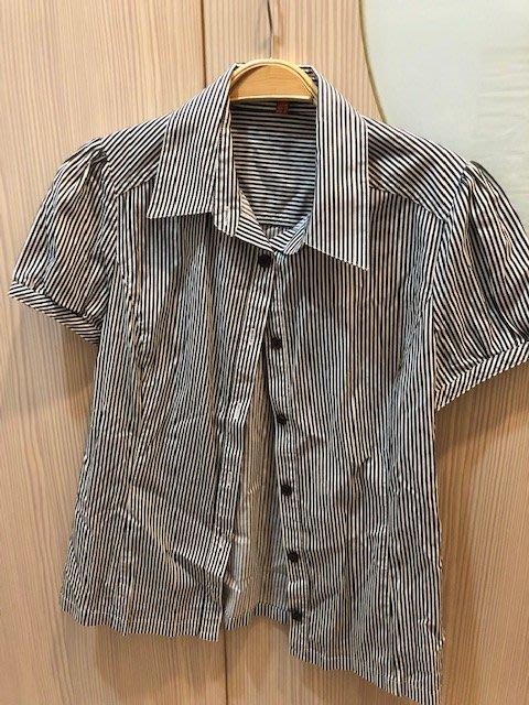 小花別針、專櫃品牌【Knights Bridge】短袖直條紋襯衫