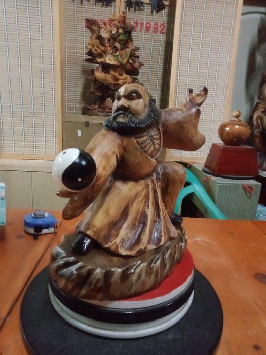 武達摩序類之太極功夫球 香樟木雕刻 作者:柯金仲