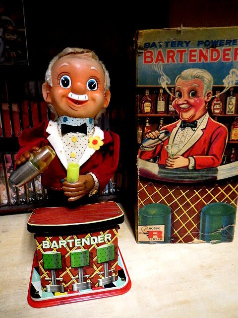 【 金王記拍寶網 】Z266    60年代 早期 電動老鐵皮調酒師  (正老品) 古董級 罕見稀少珍貴