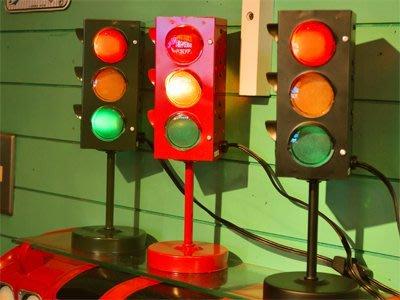(I LOVE樂多)日本進口迷你裝飾紅綠燈 3款顏色 店面/裝飾/情境/美式風格/居家擺飾