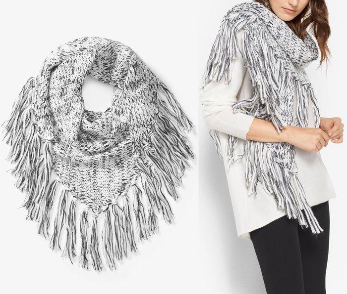 全新美國名牌 Michael Kors MK 米白色與深藍色相間三角大披巾圍巾!只有一條!低價起標無底價!本商品免運費!
