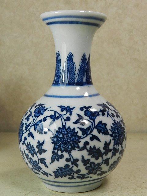 【晶吉利】82☆高級青花瓷(纏枝雕花)造型花瓶