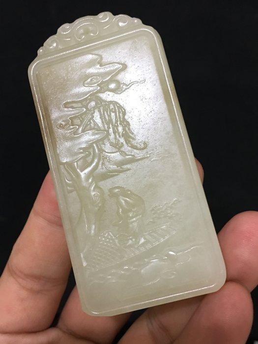 【玉格格】珍藏和闐糖白玉立體雕玉牌【 松下望月 】2980  元低架起標 ~~~