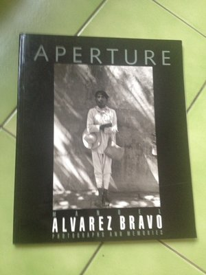 Manuel Alvarez Bravo-Aperture: Photographs and Memories(攝影集)
