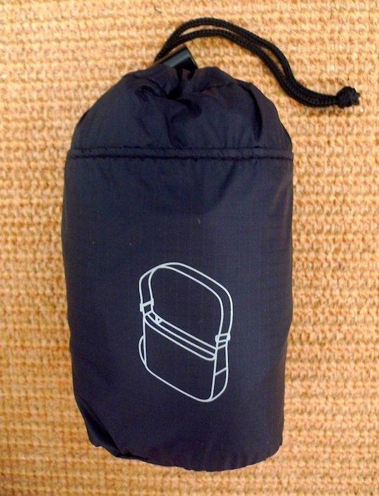 MUJI無印良品  *日本原裝輕巧版:滑翔傘布附收納袋折疊肩背包 * / * 只要 1158 寄送到家!!