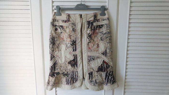 【ROBERTA SCARPA】米白色厚天鵝絨民俗風花卉貼布刺繡荷葉裙