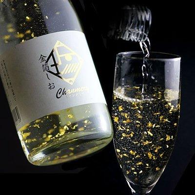 日本 金箔碳酸飲料 紀念酒瓶  飲料內含金澤最有名的食用金箔  適合用來慶賀重要節慶 暢飲討吉利!