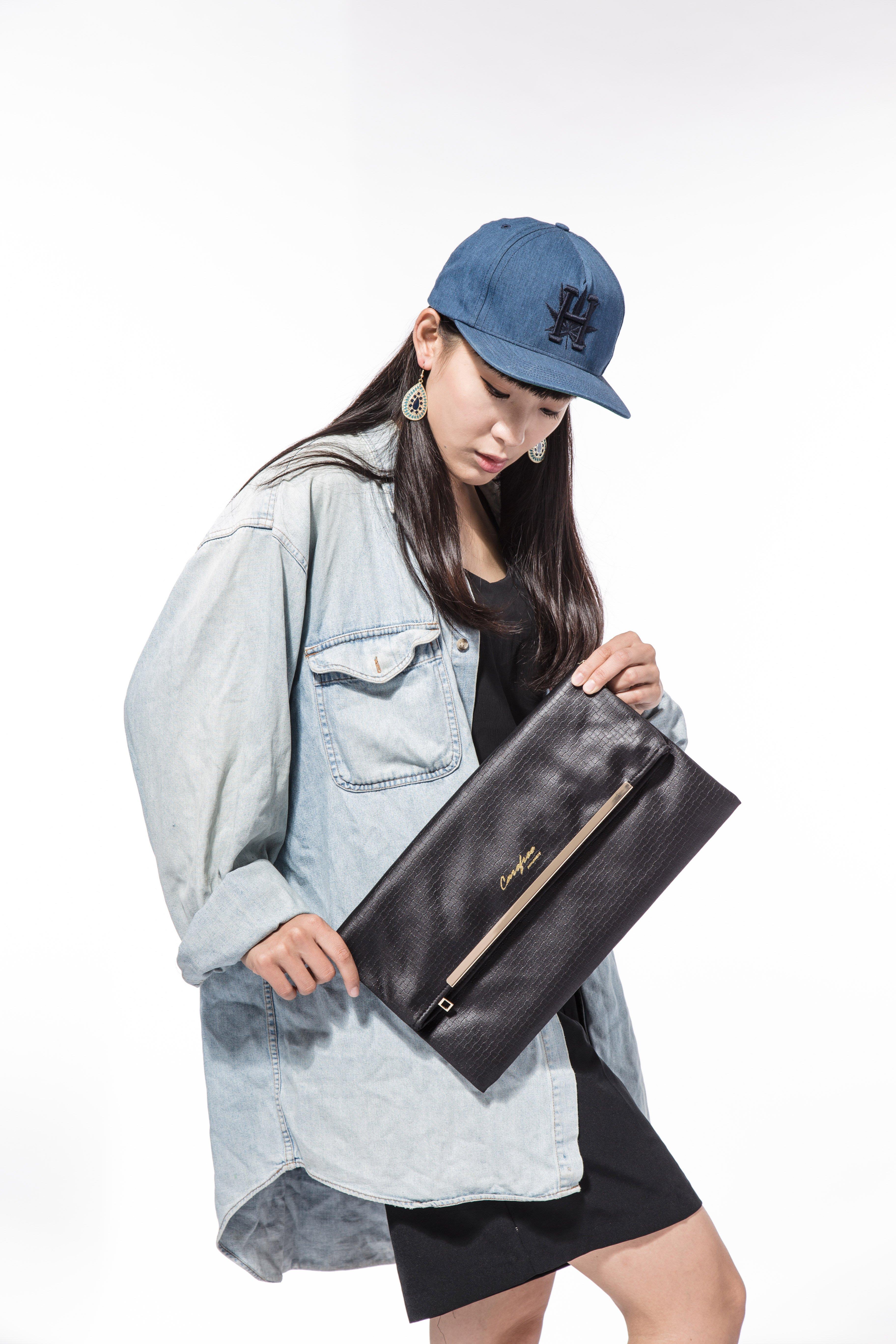 Carefree 防水信封包 PU黑 側背包 肩背包 手拿包 手提包 鏈帶包 晚宴包
