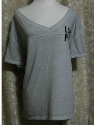~麗麗ㄉ大碼舖~大尺寸M~L 46~48吋 手染灰色V領短袖彈性上衣~前短後長包屁