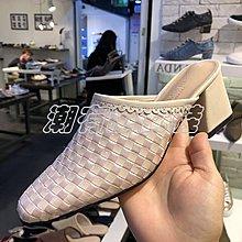 潮有范女鞋#女鞋2018新款圓頭漆皮編織紋粗高跟歐美風包頭涼拖鞋