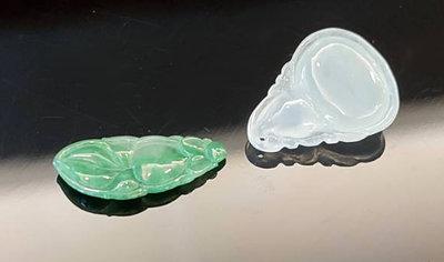 鳳崗文創---{翡翠132}----翡翠A貨---玻璃種放光翠玉鑲件---葫蘆 尺寸:2.2*1.8*0.5 公分
