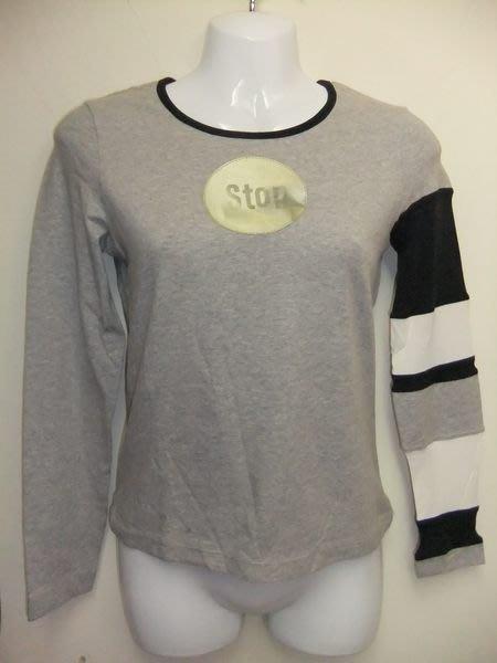 【100%真品】MOSCHINO 反光小圓牌造型加撞色袖子時髦灰色上衣