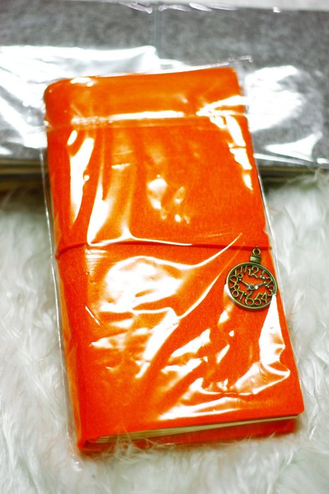 【R的雜貨舖】羊毛氈簡約 日式復古筆記本 旅遊/外出/萬用年曆(橘)